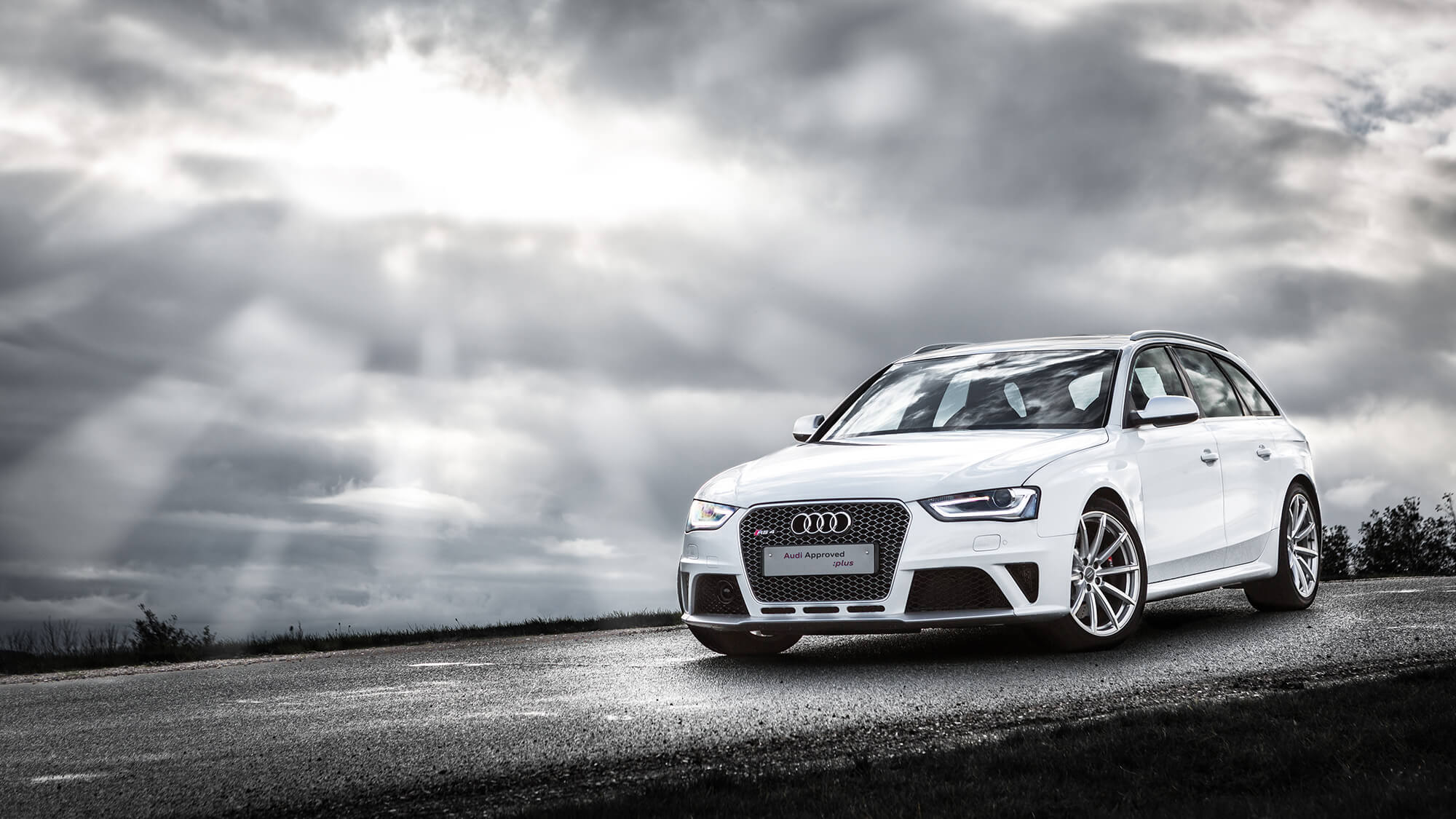 White Audi RS4 Avant - photo taken in Aalborg, Denmark by We Shoot Cars